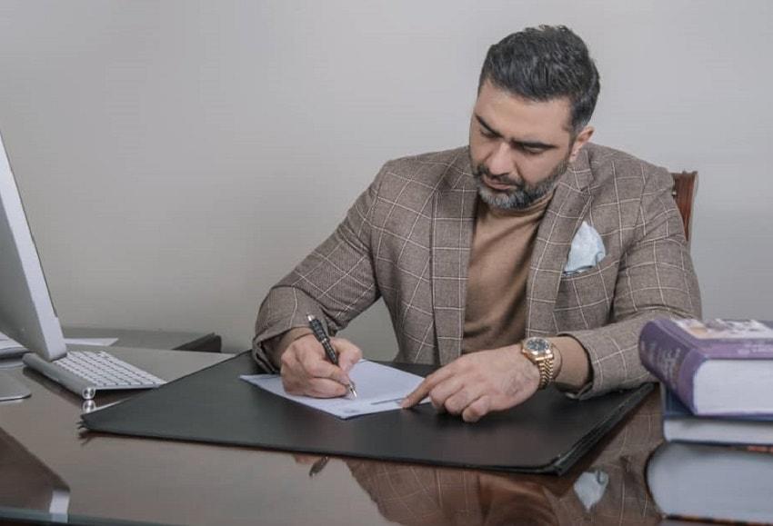 دکتر بحرینی  دکتر بحرینی وکیل پایه یک دادگستری